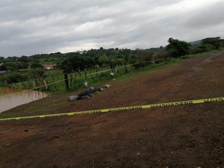 Michoacán: Cinco hombres son torturados y asesinados; dejan sus cuerpos en camino