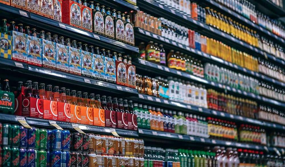 Estas son las bebidas que te hacen daño y debes sacar de tu vida