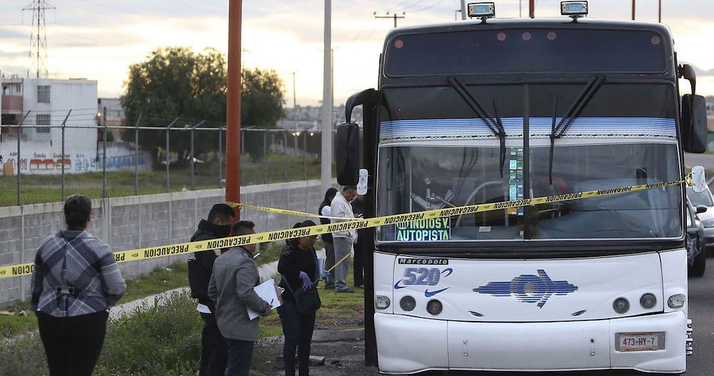 Intenta asaltar camión en la México-Pachuca; pasajeros justicieros lo matan a golpes
