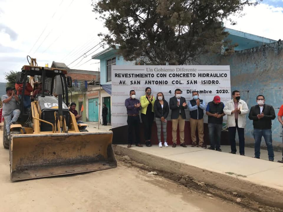 Gobierno de Acámbaro avanza en la pavimentación de calles con la entrega de cemento a su población