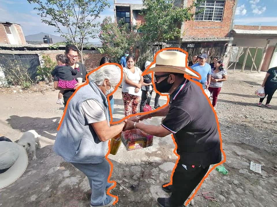 Diputado Salvador Arvizu mantiene entrega de apoyos alimentarios en diferentes colonias de Morelia