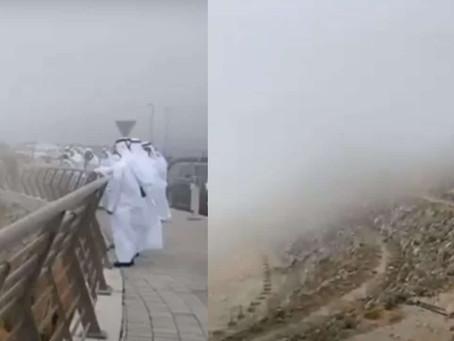 """Emiratos Árabes Unidos: Para combatir ola de calor """"siembran"""" nubes para que llueva"""