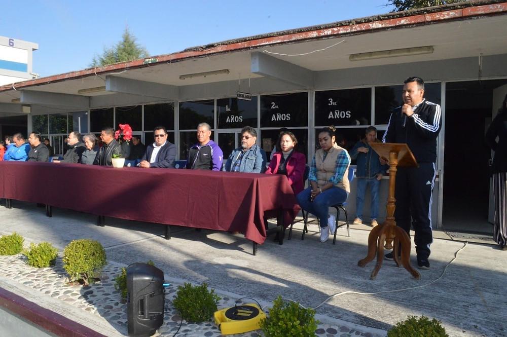 Inauguran rehabilitación de cancha de básquetbol de la Secundaria Técnica 6 de Acámbaro