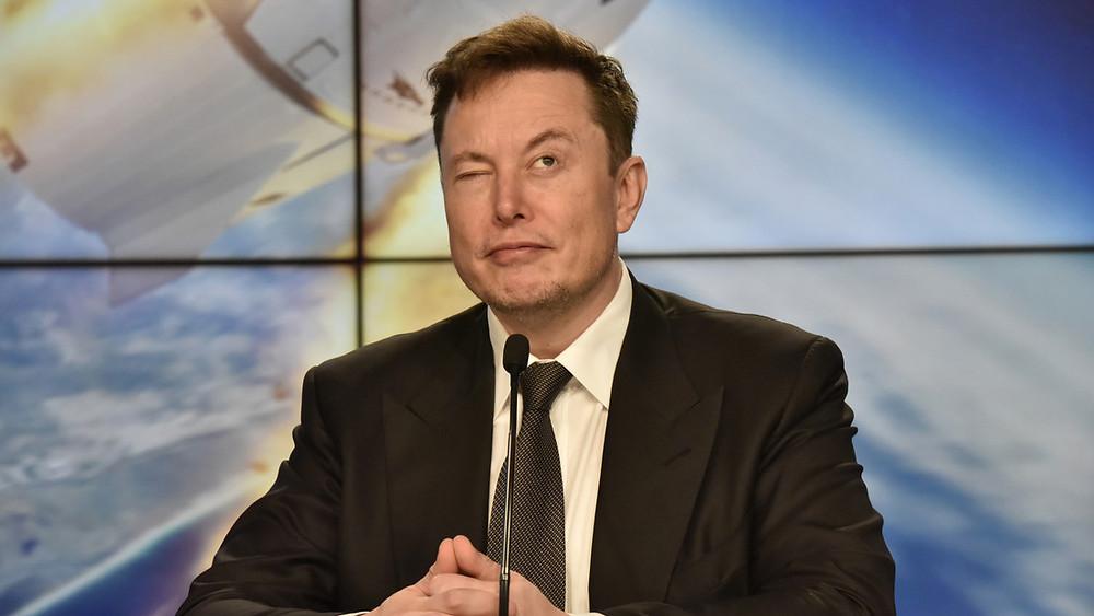 Elon Musk está buscando talento en todo el mundo para unirse a Tesla y no es necesario tener título