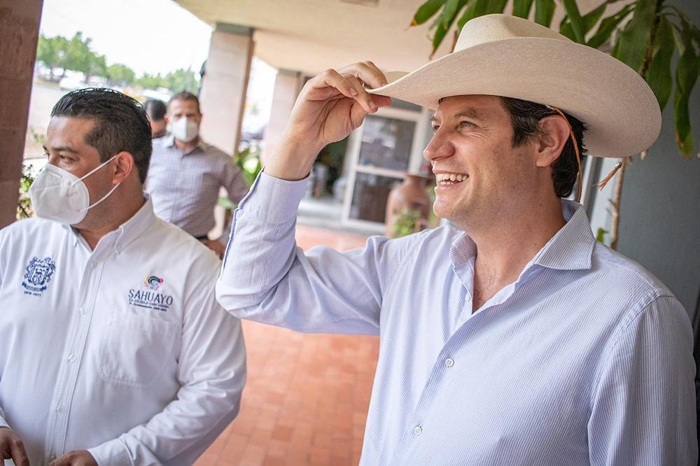 Tras confirmar tener COVID-19, critican a Poncho Martínez por no usar cubrebocas en estos municipios