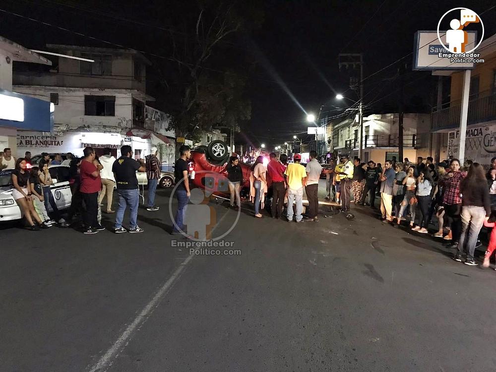 Acaba de pasar: Suv vuelca luego de chocar con otro auto en la Av. Michoacán
