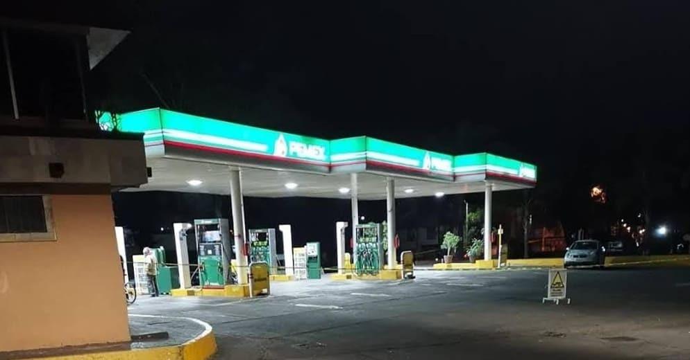 A mano armada, amordaza a despachador y roba dinero de la gasolinera de la Félix Ireta