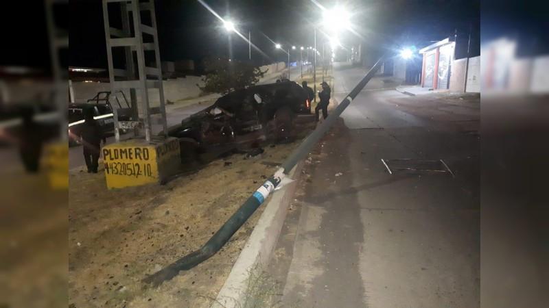 Morelia: Dos jóvenes mueren y dos quedan heridos en accidente vial; iba conducido por menor de edad