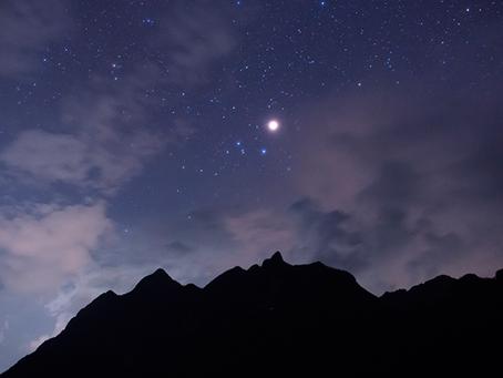 Te decimos a qué hora y cómo ver los anillos de Saturno esta noche en #México