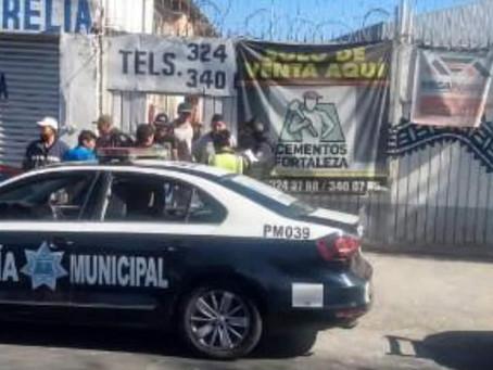 #Morelia: Con máscaras de luchadores rateros atracan casa de materiales