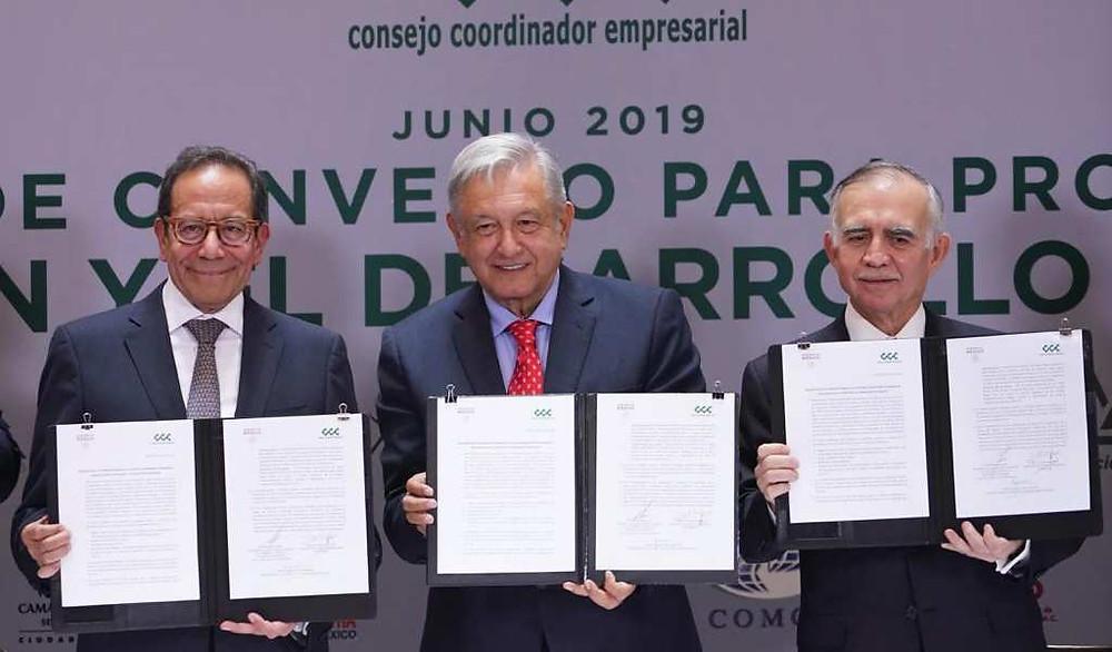 Los 4 acuerdos de AMLO con los empresarios para invertir y levantar a México