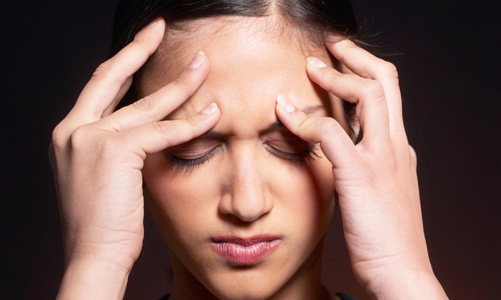¡Aguas con las migrañas! Joven se va a la cama con dolor de cabeza y muere mientras dormía