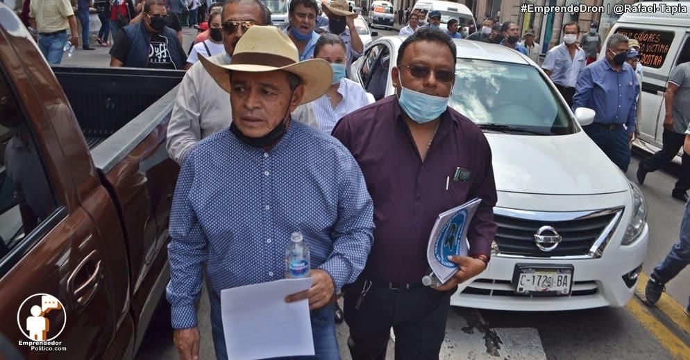 Diputado Salvador Arvizu acompaña a transportistas a la mesa con gobernación para resolver demandas