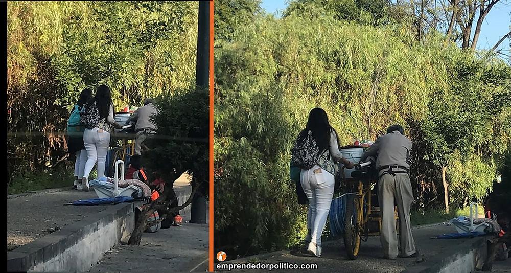 Obra del día; captan a estudiantes nicolaitas ayudando a abuelito empujar su carrito de chicharrones