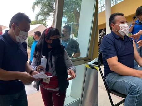 Alcalde de Acámbaro se aplica segunda dosis contra el COVID-19
