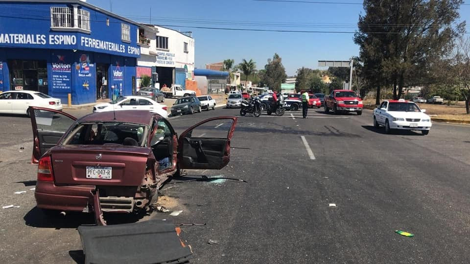 Chocan 3 autos en la Morelia-Pátz a la altura de la desviación de Cointzio