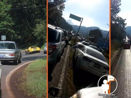Largas filas de automovilistas varados por carrera panamericana en la Morelia-Mil Cumbres (+Video)