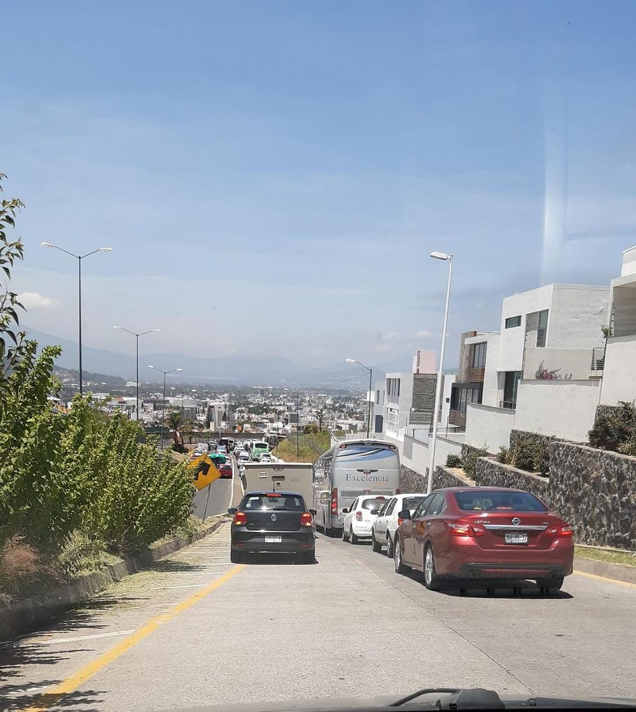 #EfectosSecundarios Fuego en Cd. Industrial ha ocasionado congestión vehicular y choques vehículares