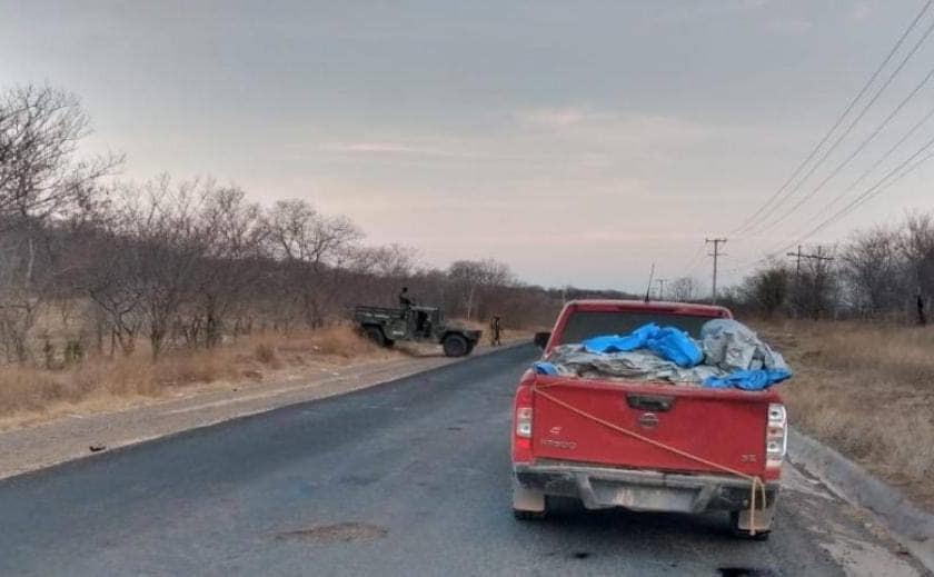 Narcovirus imparable: hallazgo macabro en Huetamo de 13 cadáveres en esta camioneta (+Fotos)