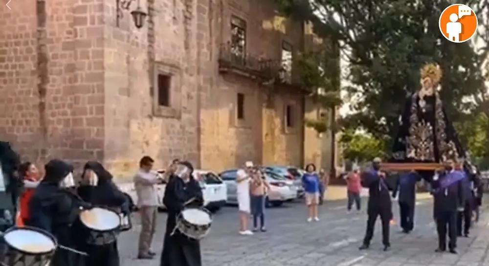 Con cubrebocas y máscaras sanitarias, así se realizó una mini procesión del silencio en Catedral