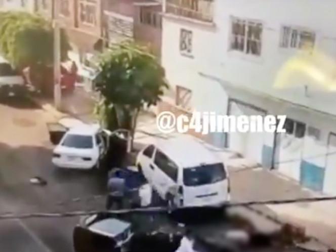 Papá e hijo atropellan a motociclista y lo rematan a machetazos