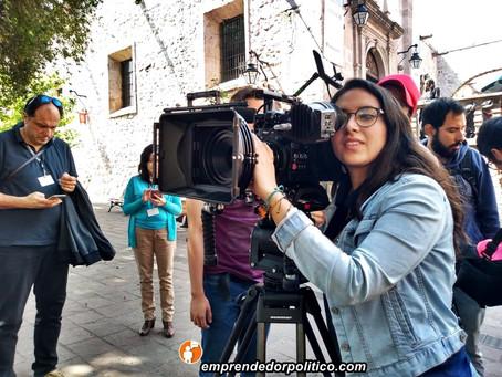 Jóvenes fascinados con el taller de cámara que ofreció hoy el Festival de Cine de Morelia