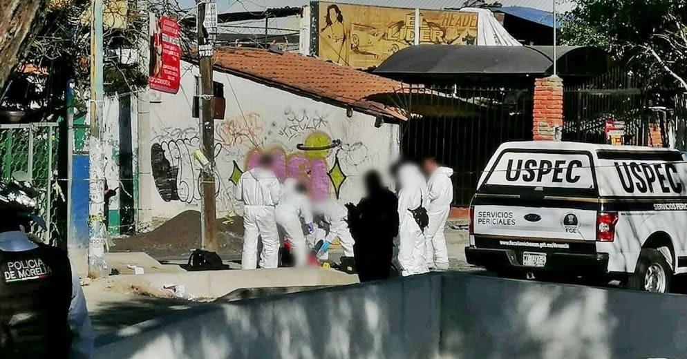 #Morelia: Frente a la puerta de Ciudad Universitaria de la UMSNH, lo matan a balazos