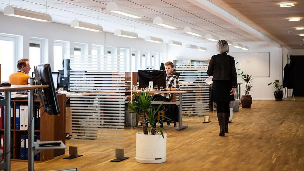 Francés recibirá más de 50 mil euros de su antigua empresa por 'aburrirse' en el trabajo