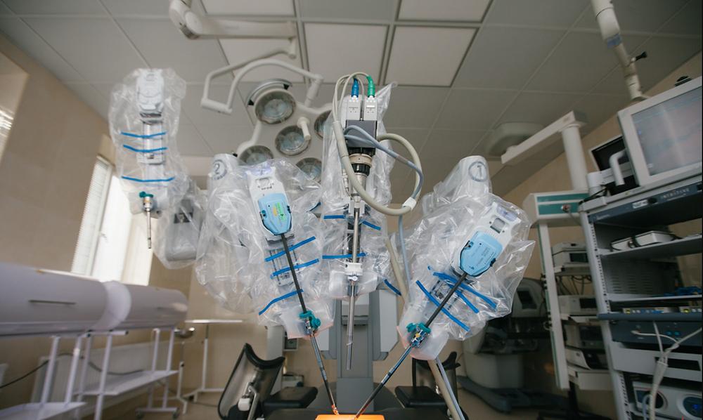 Зовнішній вигляд робота-хірурга Da Vinci