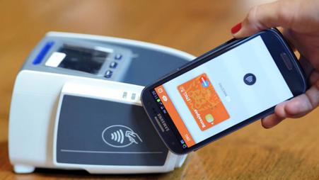 Bijna 50% van alle pinbetalingen contactloos   meer toonbank betalingen met smartphone
