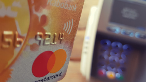 Politiek worstelt met verbod op toeslag voor elektronische betalingen