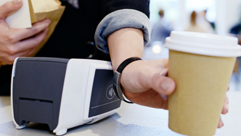 Contactloos betalen met een smartwatch, ring, horloge, armband of sleutelhanger. ABN AMRO maakt het