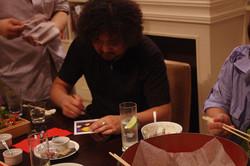 サインを書く葉加瀬さん7