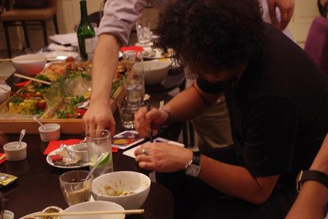 サインを書く葉加瀬さん6