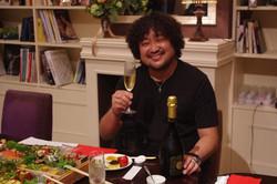 葉加瀬さんシャンパンで乾杯