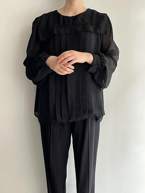black collar blouse