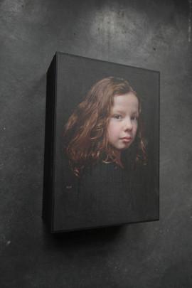 portret op verdiept paneel 14,5x20,5cm.