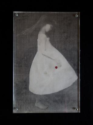 een meisje op linnen geprint achter plexiglas 19x28,5cm.