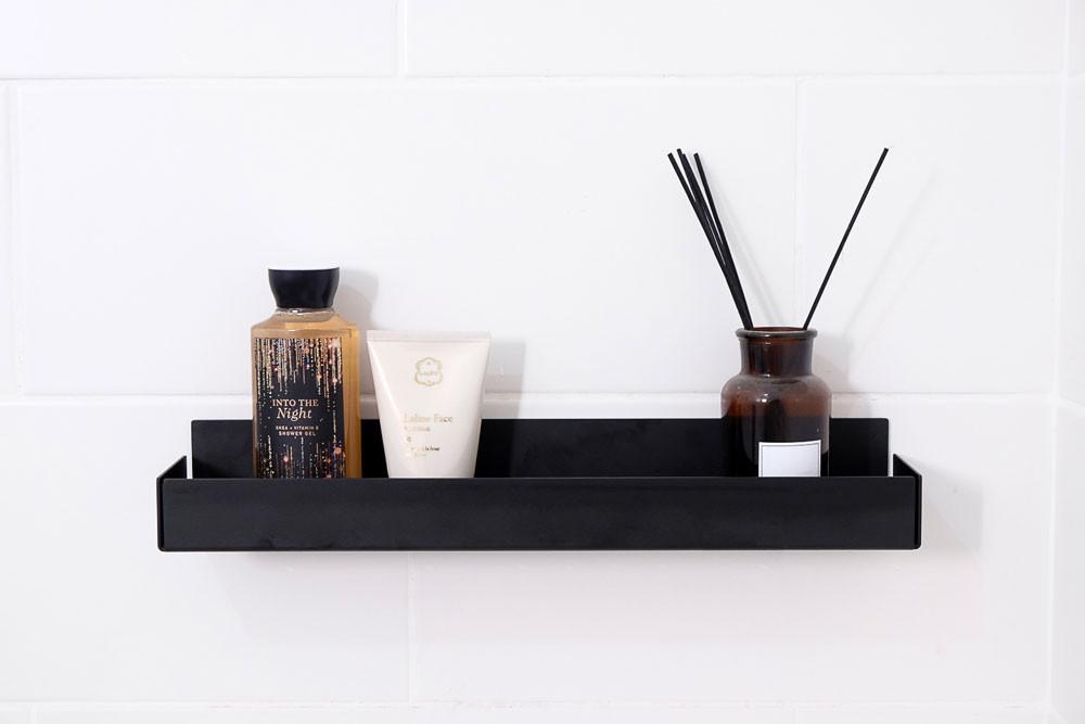 מתקן מינימליסטי לשמפו מתאים למקלחון ולאמבטיה