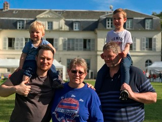 Former exchange student brings host family to France