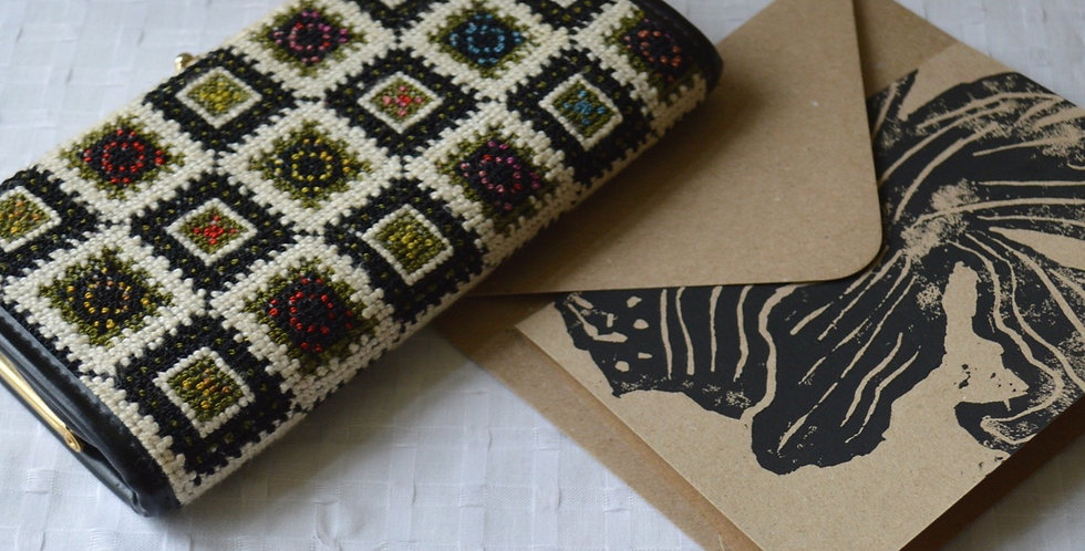 Gift Bundle: Vintage Intricate Tapestry Clasp Purse + Card