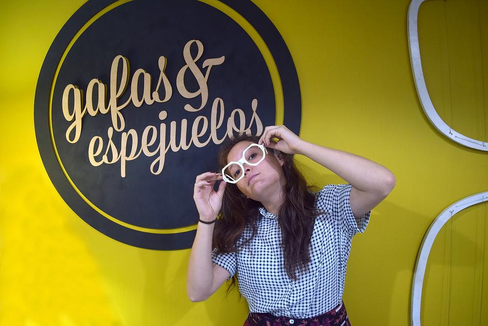 @fran_bahena con lentes en Gafas&espejuelos, lentes de sol, gafas, espejuelos, lentes. Fashion blogger con lentes de sol