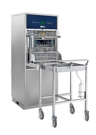 Steelco Reinigungs- und Desinfektionsautomat in Frontlader-Konfiguration mit Klapptür