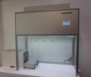 Laminar Flow Box mit Siegelmaschine