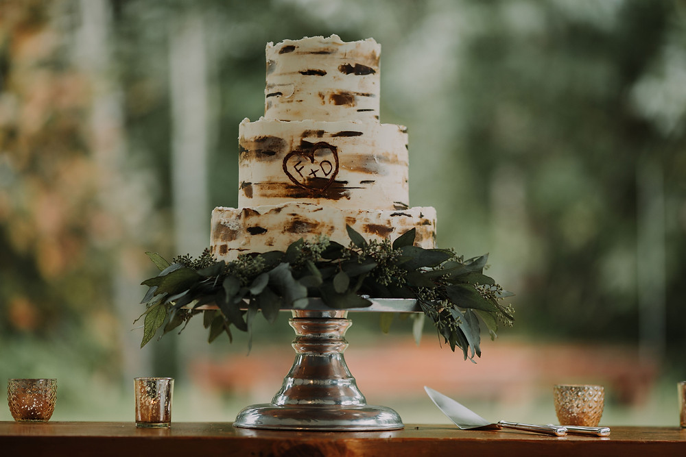 Cake with Greenery for an Autumn PNW Wedding