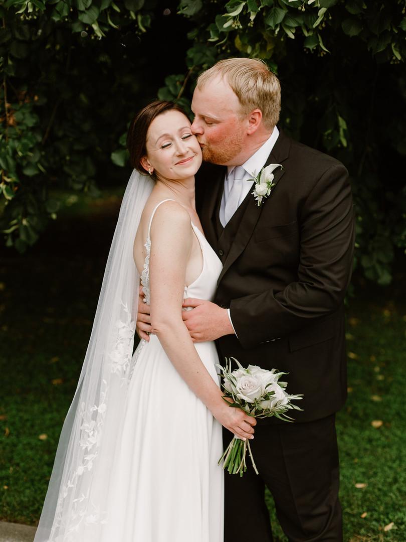 Minimalist Bridal Bouquet
