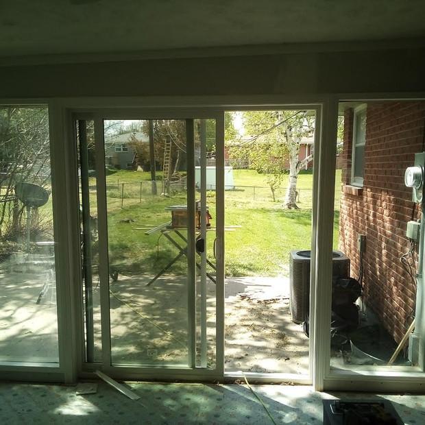 2 picture windows around a sliding door