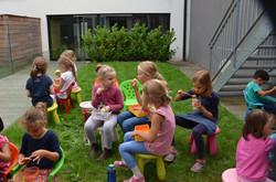 Repas dans le jardinet