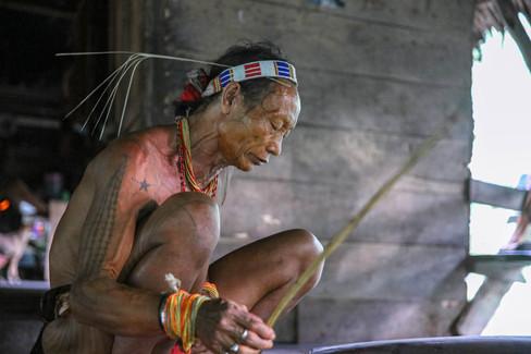 Peuple des hommes fleurs aux Iles Mentawai