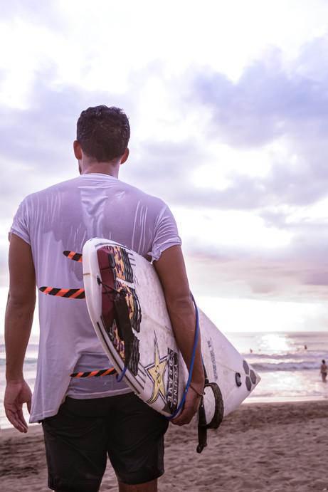 Surf sur les plages de Bali